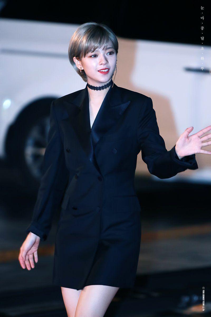 jeongyeon suit 16