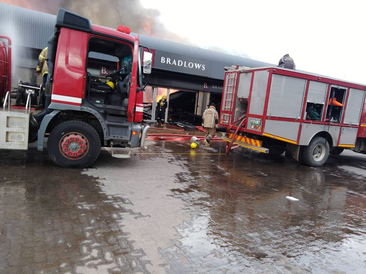 WATCH | Fire engulfs shops at Mahikeng mall - SowetanLIVE