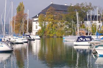 Photo: Schörfling am Attersee / Schloß Kammer mit Hafen  PENTAX K-7 ISO 100 Belichtung 1/80 Sek. Blende 13.0 Brennweite 50mm C)FORSTMEIER Datum und Uhrzeit (Original)2011:10:25 10:37:38