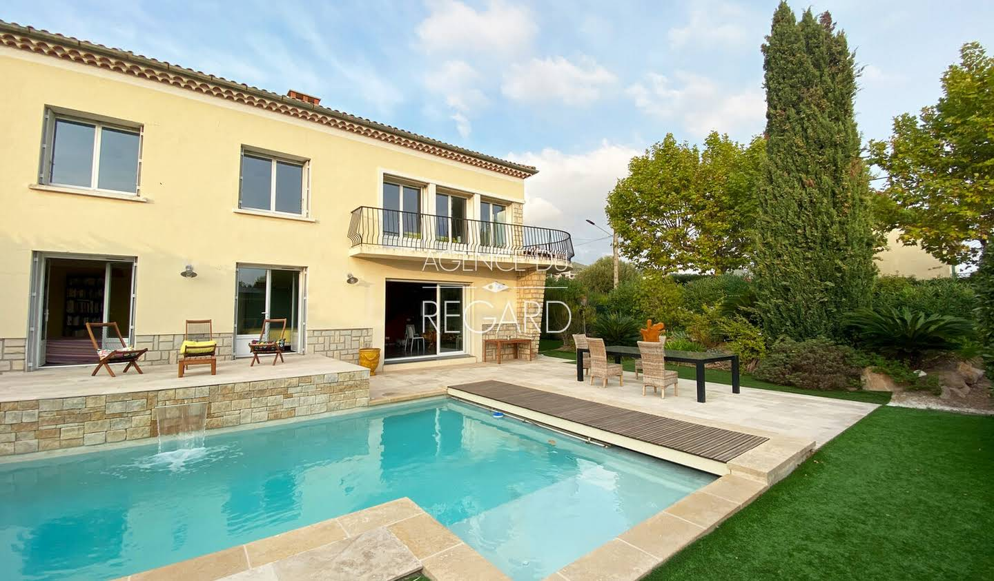 Seaside property with pool Carqueiranne