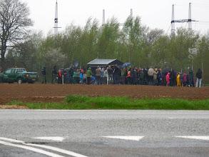 Photo: Alle skutter sig i den 'kølige regn'