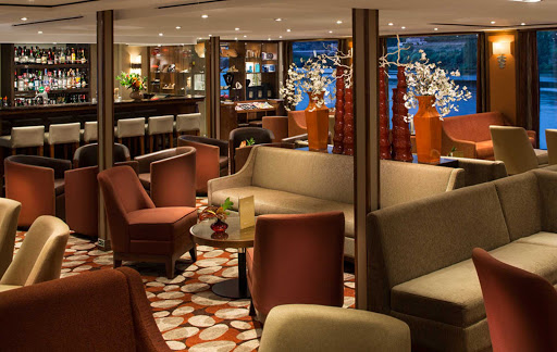 AmaVida_7.jpg - Meet interesting new people in the main lounge and bar aboard your AmaWaterways sailing.