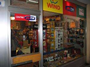 Photo: Nach einem Tag in der City schließlich Im Elektro-Kramladen um die Ecke in Moena fündig geworden: ...