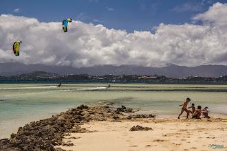 Photo: [RO] Ura si la plaja... sau cu zmeiele pe apa!  [EN] Enjoying the beach... or kite surfing!