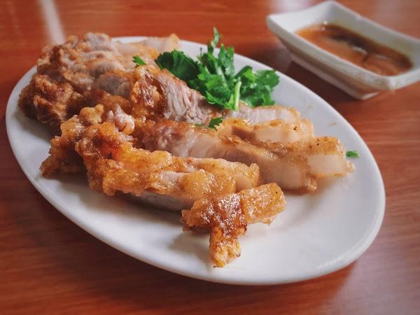 阿角紅燒肉 美味紅燒肉、什錦麵。