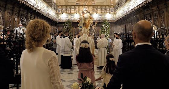 Lluvia dentro de la Catedral para celebrar la bendición de San José