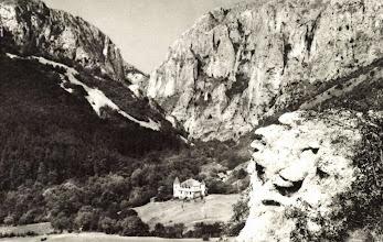 Photo: Cheile Turzii - Cabana noua - sursa http://postcards.hungaricana.hu/hu/260720/
