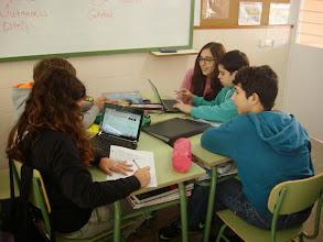Photo: Preparando los trabajos en grupo