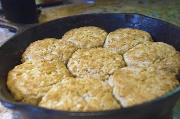 Awesome Cast Iron Buttermilk Biscuits Recipe