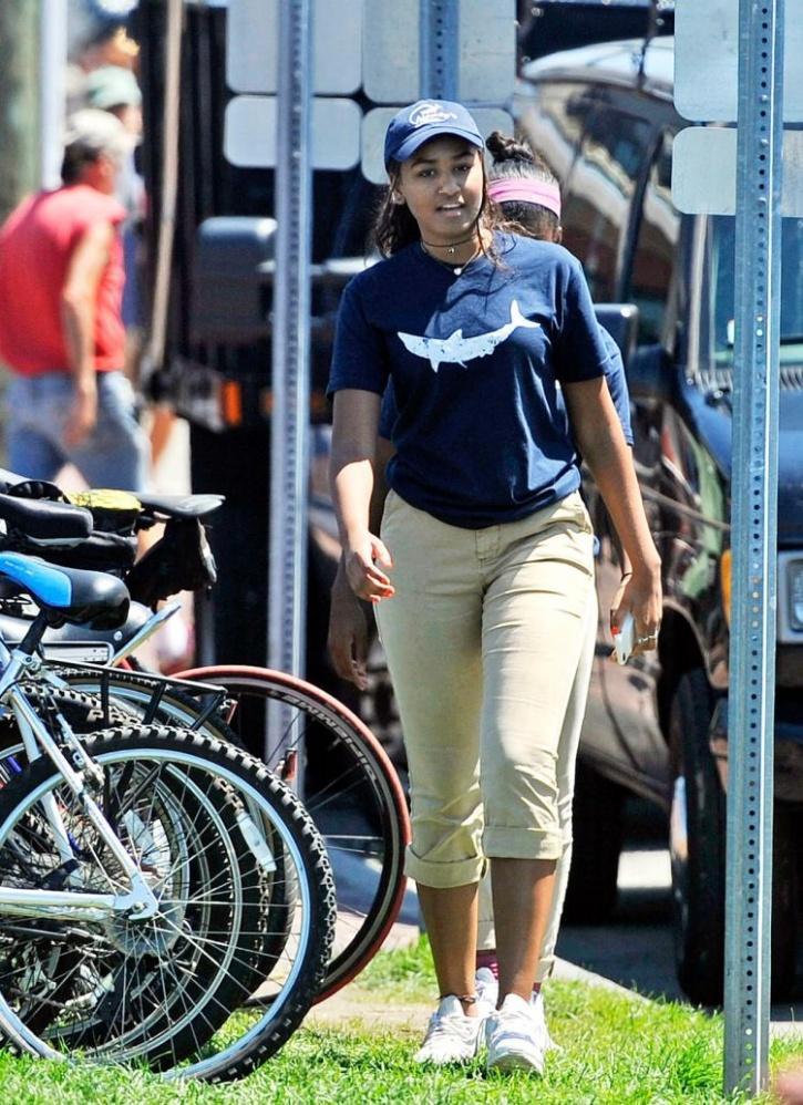 Sasha, Sasha Obama, Obama, Working At A Restaurant, Restaurant, Daughter Of America, Daughter Of Obama, seafood restaurant in Martha's Vineyard, Massachusetts