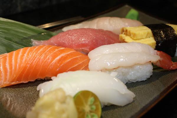 CP值超高的巨無霸握壽司,台北西門町壽司推薦、台北平價日本料理推薦!打狗霸日式料理TAKAO1972