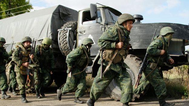 Озброєні бойовики чи російські військові на Донбасі