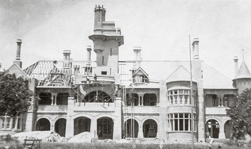 Built between 1908 and 1910 in the Federation Romanesque style by the pioneering engineer Edward Giles Stone, Iandra is a significant Australian example of early reinforced concrete construction.