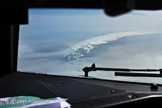 Photo: Ash cloud from the vulcanic eruption on Eyjafjallajøkull, Iceland - from SK4788 KEF-OSL, approx. 30.000 feet, climbing out from KEF