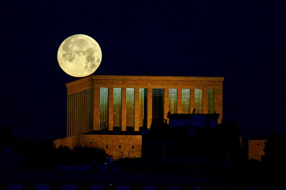 Thưởng thức siêu trăng máu khắp thế giới 10 năm mới có 1 lần - Ảnh 3.