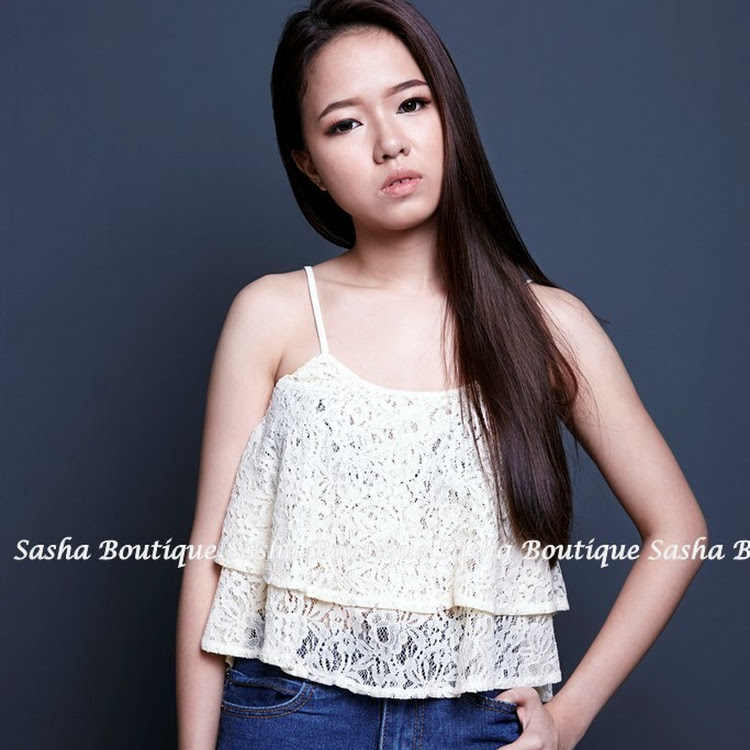 Lace double layers singlet 双层蕾丝背心 by Sasha Boutique