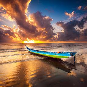 sunrise amal beach by Andy R Effendi - Landscapes Sunsets & Sunrises ( amal beach, tarakan, seascape, beach, fisher, sunrise, nikon, boat )