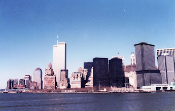 Photo: World Trade Center osana New Yorkin siluettia keväällä 1986