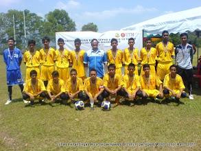 Photo: Anak-anak Hidayah juga mampu menjadi juara dalam bola sepak. Antaranya Johan Pertandingan Bola Sepak Bawah 18 Tahun, peringkat MSSD Johor Bahru 2010.