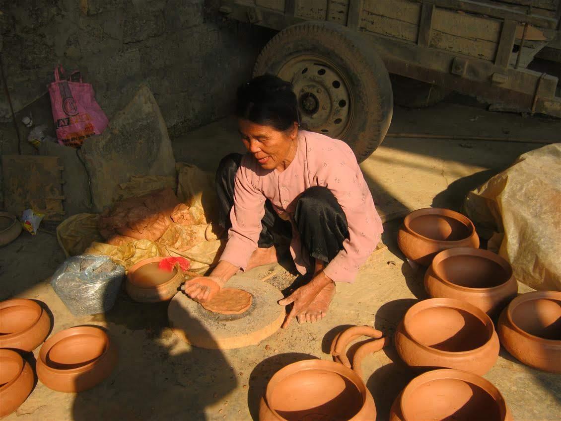 Người dân Trù Sơn quyết tâm giữ lấy nghề truyền thống làm nồi đất                             mà cha ông để lại