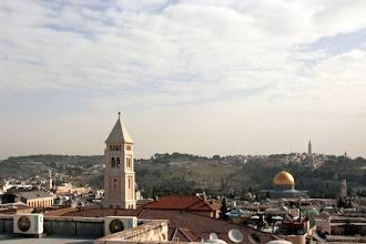 Photo: Vue sur la vieille ville et le Mont des oliviers, d'une classe de collège des soeurs de Saint-Joseph à Jérusalem