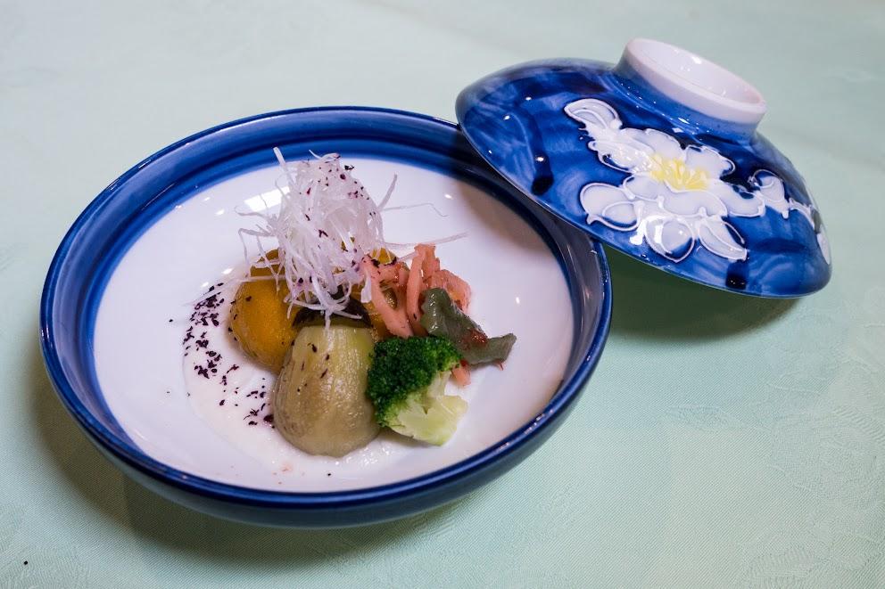 4.鋳込み南瓜饅頭、ジャガ芋餡、蓮根梅肉漬け、青味(ブロッコリー)、白髪葱、山くらげ