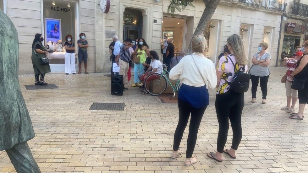 Almerienses esta tarde en la Puerta de Purchena.