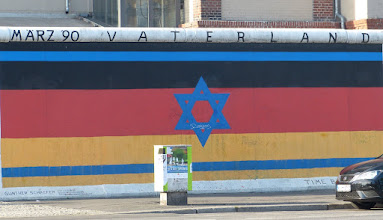 "Photo: East Side Gallery; Günther Schaefer ""Vaterland"""