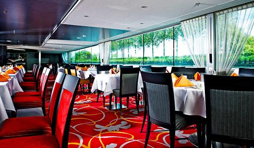 Avalon-Vista-dining-room - Avalon Vista's spacious, open-seating dining room.