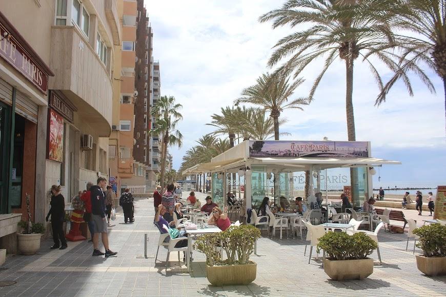 La jornada matinal del sábado, los almerienses disfrutaron en el Paseo Marítimo.