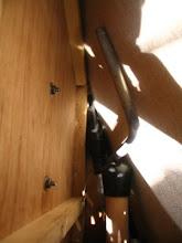 Photo: Detalle de los dos tornillos de fijación.