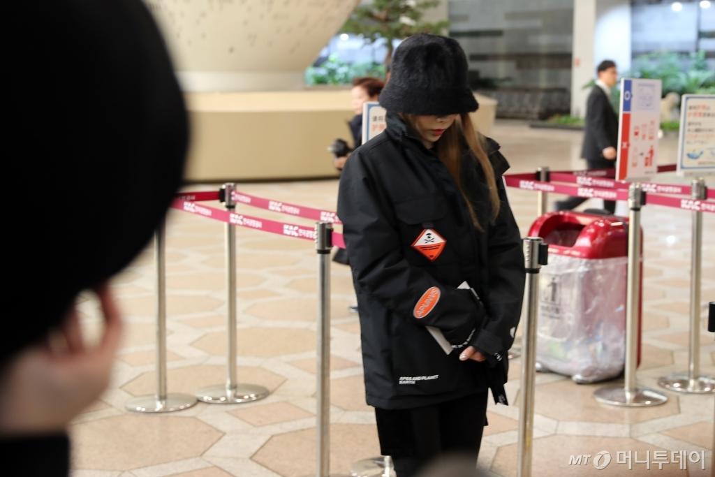 taeyeon airport sad 3