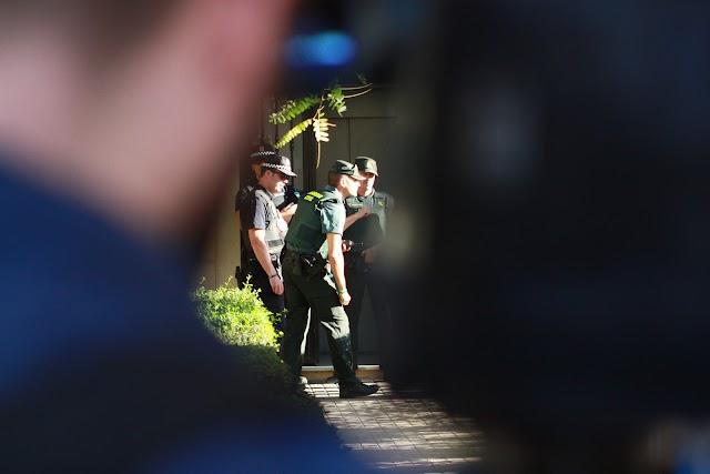 La Guardia Civil, en el domicilio de la presunta asesina en Huércal de Almería.