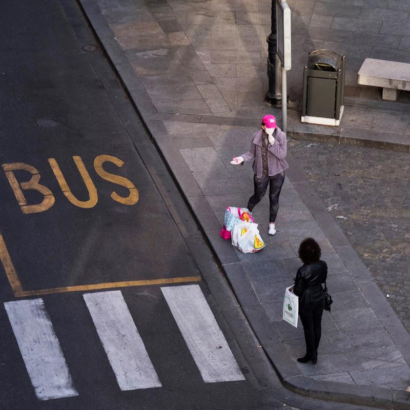 aspettando il bus di Elisabetta Castellano