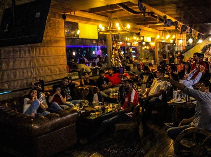 ipl-live-screening-bars-in-hyderabad-mustang-terrace-lounge_image