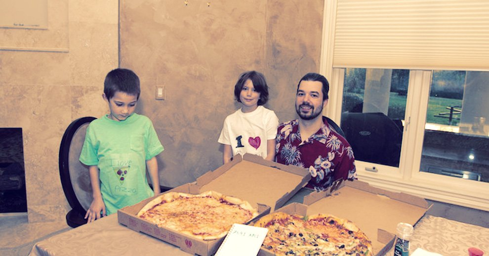 first guy that bough pizzas with bitcoins