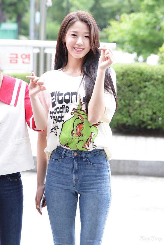 seolhyun jeans 1