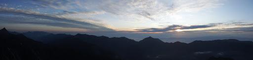 朝の北穂高岳からパノラマ