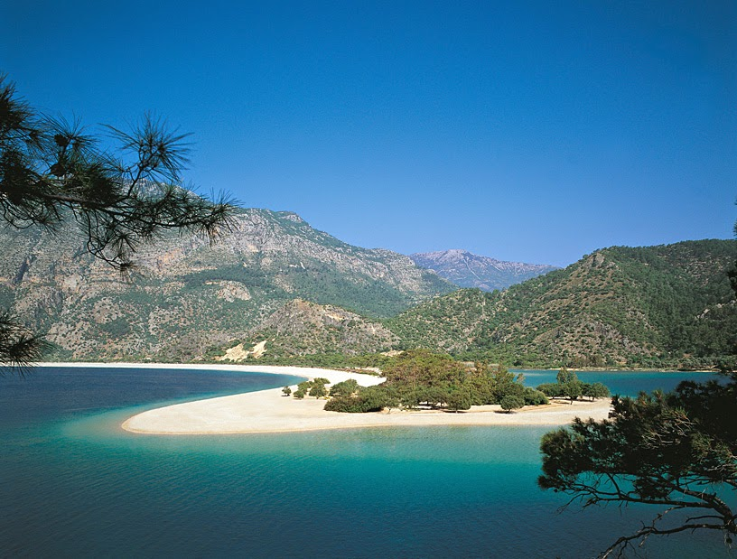 Турецкая Ривьера: сказочные пляжи и бирюзовое море под присмотром Торосских гор