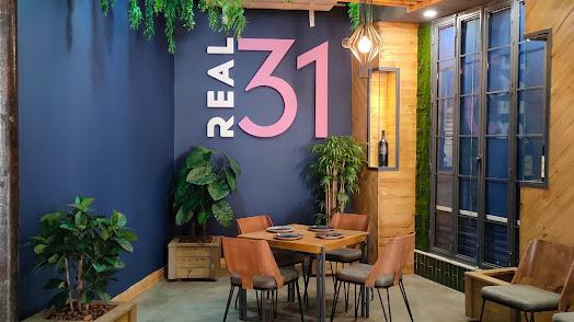 Este bar está ubicado en la Calle de las Tiendas, 31.