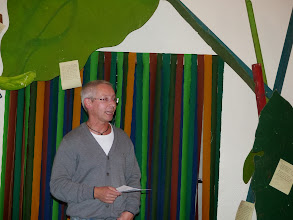 Photo: Zur Premiere begrüßt Pastor Michael Wehrmeyer die Besucher.