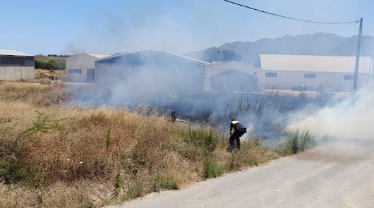 Policía Local y Bomberos del Levante actúan en un incendio en Los Gallardos