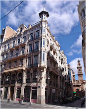 Photo: Calle la Paz.. Edificio Sancho(Valencia) http://www.viajesenfamilia.it/