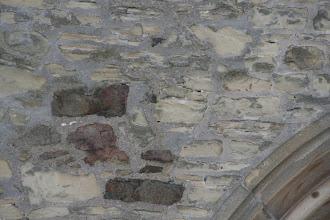 Photo: Beim Bau wurden verschiedenste Steinarten in unterschiedlichsten Größen und Formen verwendet, denn ursprünglich war das Mauerwerk verputzt.