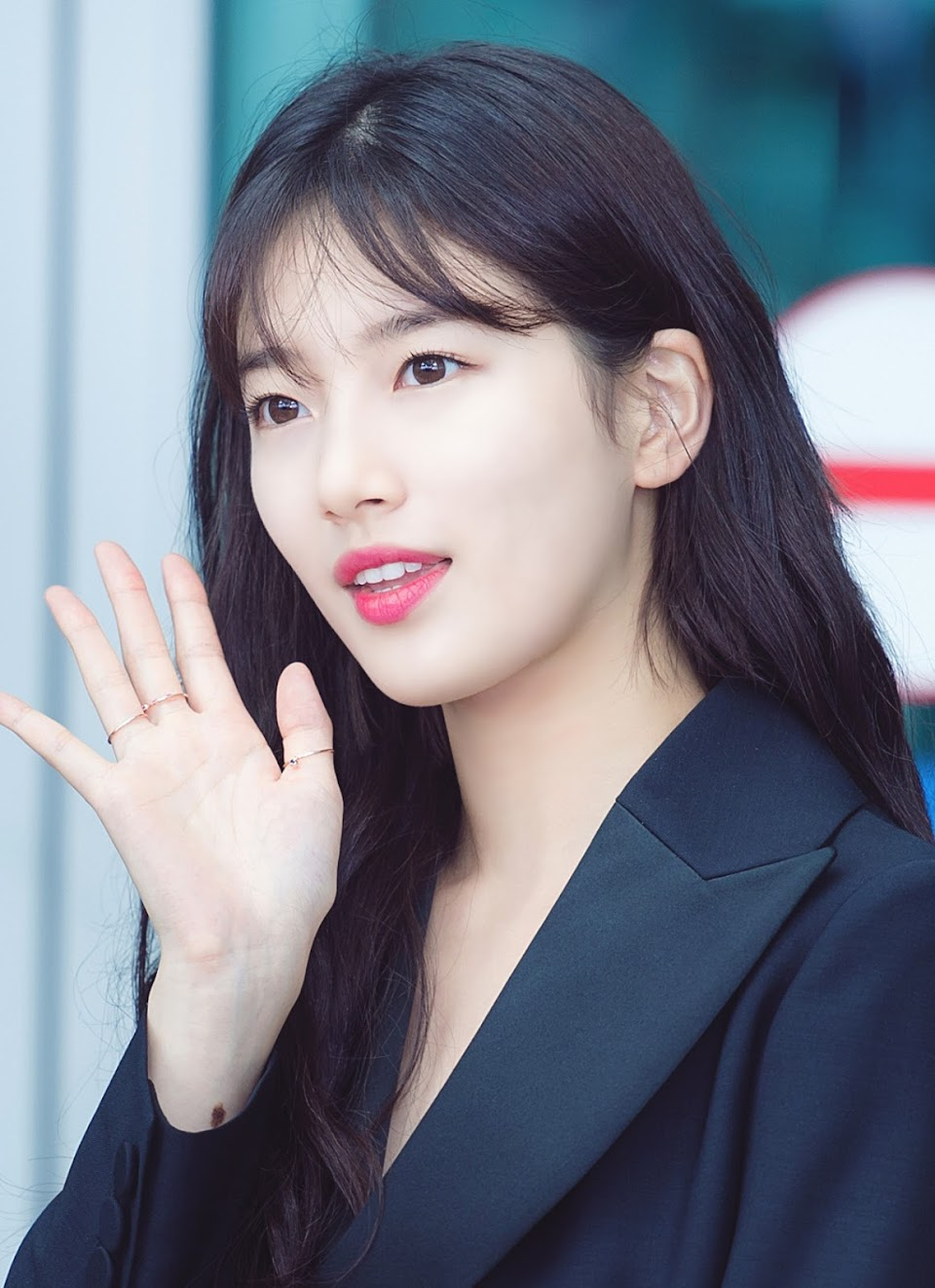 Bae_Suzy_at_Incheon_Airport_on_July_18_2017_3