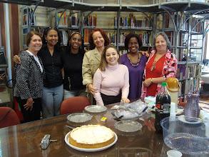 Photo: Comemoração neste dia do aniversário da bibliotecária Norma (ESDI/UERJ)