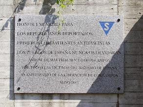 Photo: Placa en el patio exterior del Memorial de Gusen