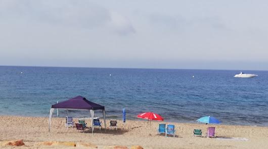 'Okupas' de playa: indignación por el uso de sombrillas para reservar espacio