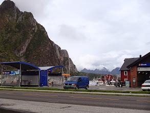 Photo: Svölvärin Shell ja näkymää tien toiselle Statoilille. Huoltoasemanäkymät vähän erilaisia kuin Vatialan ABC:llä.