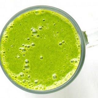 Green Tea Double Banana Spinach Smoothie.